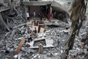 Izraelio karinės kampanijos Gazoje aukų skaičius perkopė 800
