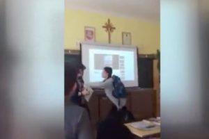 """Kuršėnų mokykloje mokiniai apstumdė mokytoją ir išvadino """"šliucha"""""""