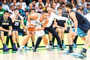 Po nervų karo Lietuvos krepšininkai švenčia trečią pergalę