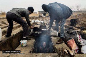 Iraną šokiravo tuščiuose kapuose besiglaudžiančių benamių nuotraukos