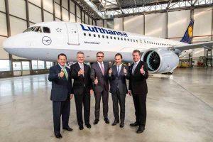 """""""Lufthansai"""" pristatytas populiariausio modelio """"A320neo"""" orlaivis"""