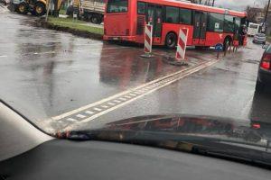 Kelią vairuotojams užtvėrė autobusai: pranešta apie spūstį