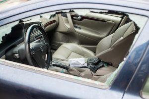 Panevėžyje per dieną išdaužti keturių automobilių stiklai