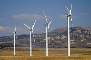 Pasaulis aktyviai investuoja į žaliąją energiją