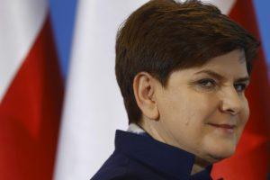 B. Szydlo: EK negali įvesti sankcijų Lenkijai