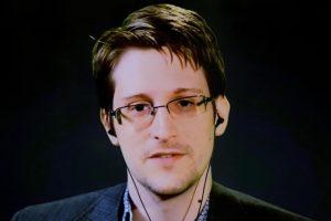"""""""Snowdeno pabėgėliai"""" iš Honkongo prašo prieglobsčio Kanadoje"""