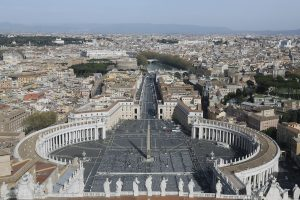 Vatikanas ragina katalikus nebarstyti kremuotų palaikų pelenų