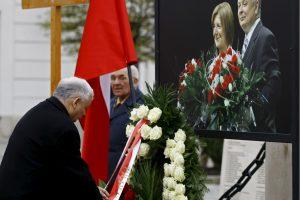 Lenkija ekshumuos L. Kaczynskio lėktuvo katastrofos aukų palaikus