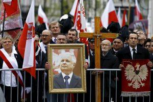 Maskva sako perdavusi Varšuvai L. Kaczynskio lėktuvo juodosios dėžės įrašus
