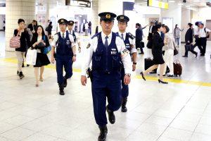 Japonijoje vyriškis peiliu nudūrė moterį, dar tris sužeidė