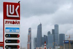 """""""Lukoil"""" pusmečio pelnas beveik padvigubėjo"""