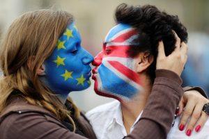 """Apklausa: britai apgailestauja dėl """"Brexit"""" sprendimo"""