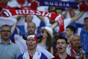P. Porošenka: Prancūzijoje siautėję rusų sirgaliai – treniruoti žudikai