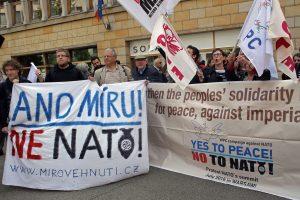 NATO priešininkai protestavo prieš pajėgų dislokavimą Rytų Europoje