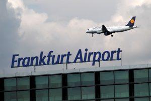 Didžiausiame Vokietijos oro uoste dėl sniego atšaukta 170 skrydžių