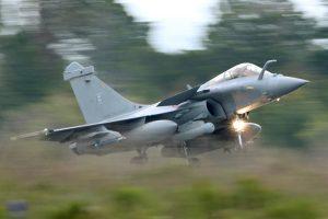 Prancūzijos ministras Indijoje užbaigs sandorį dėl naikintuvų