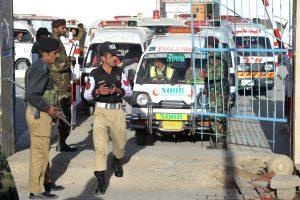 Pakistane prie policijos automobilio sprogus bombai sužeista 19 žmonių