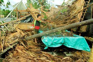Filipinams per Kalėdas smogęs taifūnas pareikalavo mažiausiai šešių gyvybių