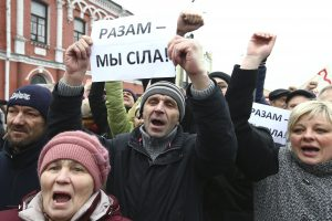 """Baltarusijos teismas: ,,veltėdžių mokestis"""" neprieštarauja Konstitucijai"""