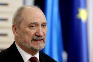 Lenkija neigia nusprendusi trauktis iš Europos korpuso