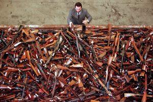 Australijoje surinkta 57 tūkst. nelegalių šaunamųjų ginklų