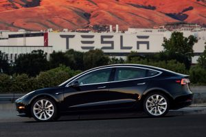 """Kas žinoma apie naująjį """"Tesla"""" sedaną """"Model 3""""?"""