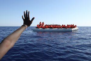 Iš Viduržemio jūros ištraukta maždaug 20 nuskendusių migrantų