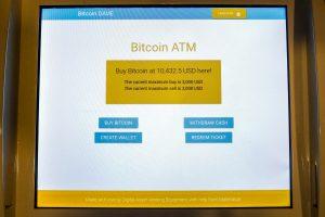 Bitkoino kaina – daugiau kaip 9,9 tūkst. dolerių