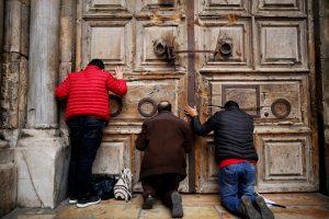 Jeruzalės Šv. Kapo bazilika antrą dieną uždaryta lankytojams