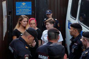 """Maskvoje po arešto paleisti """"Pussy Riot"""" nariai vėl buvo sulaikyti"""