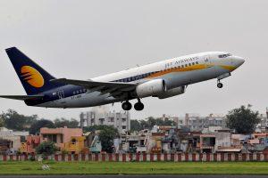 Lėktuvo įgulos klaida Indijoje: daugiau nei 30 keleivių pasipylė kraujas