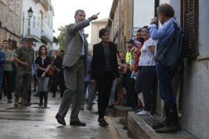 Ispanijos karališkoji pora apsilankė potvynių nusiaubtoje Maljorkoje