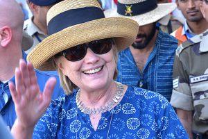H. Clinton per viešnagę Indijoje skilo rankos kaulas
