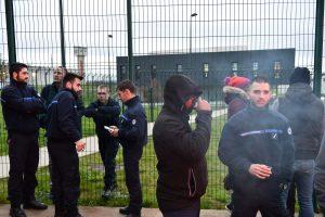 Po incidento Prancūzijoje 18 kalėjimų darbuotojai paskelbė streiką