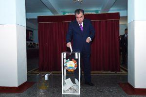 Tadžikistane prezidentas galės vadovauti neribotą laiką