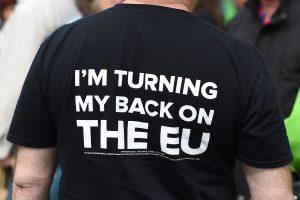 """Apklausa: """"Brexit"""" stovykla pirmą kartą aplenkė oponentus"""