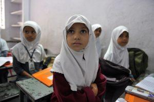 Teismas: musulmonės mergaitės privalo dalyvauti mišriose plaukimo pamokose
