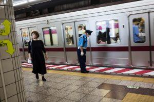 Tokijuje dingus elektrai sustojo traukinių eismas ir valstybinių įstaigų darbas