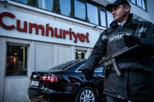 Turkijoje sulaikytas opozicinio laikraščio vadovas