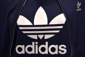 """""""Adidas"""" praėjusius metus baigė su rekordiniu pelnu"""