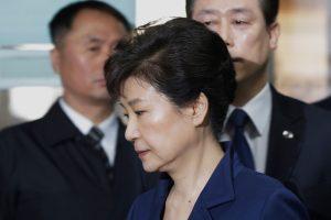 Nuverstą Pietų Korėjos prezidentę siūloma įkalinti 30 metų