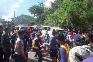 Filipinuose autobusui nukritus į tarpeklį žuvo mažiausiai 31 žmogus