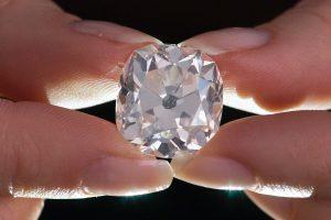 Aukcione bus parduodamas 350 tūkst. svarų vertės deimantas