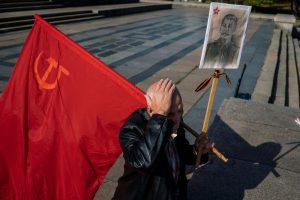 Lenkijoje baigiamas griauti sovietų pergalę kare šlovinantis paminklas