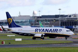 """Sunki """"Ryanair"""" vasara: darbuotojai grasina streiku"""