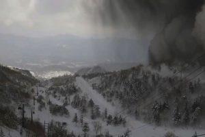 Japonijoje išsiveržus ugnikalniui ir nuslinkus lavinai žuvo karys