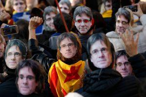 Tūkstančiai žmonių išėjo į Barselonos gatves paremti C. Puigdemonto