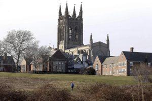 Moksleivius tvirkinęs JAV kunigas pašalintas iš dvasininkų luomo