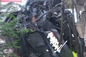 Kretingos rajone moters vairuojamas automobilis su vaikais trenkėsi į medį