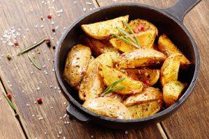 Rudens klasika – bulvės: kaip nustebinti šeimą netikėtais deriniais?